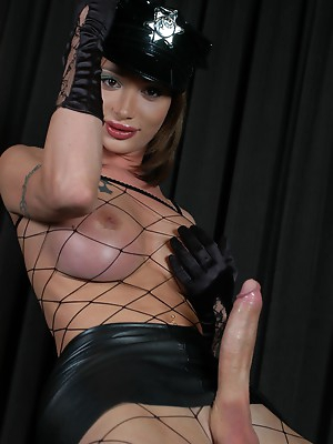Ladyboy porn pictures. Watch shemale porn pics.