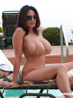 Big boobs sex pics on ritzysex. Big tits milfs like you watching them.