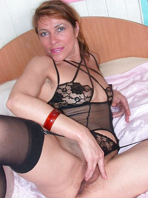 Horny wives porn pictures. Sexy housewives sex pics.